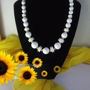 Vintage Retro White Bead Necklace